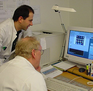 eascopy software being used in printing copies of clinical images